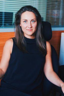 Анна - одна из самых опытных сотрудников в команде. Работает в режиме многозадачности и решает самые сложные вопросы. 2019г